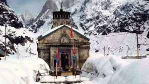 Kedarnath temple hit by snow Kedarnath temple covered with snow