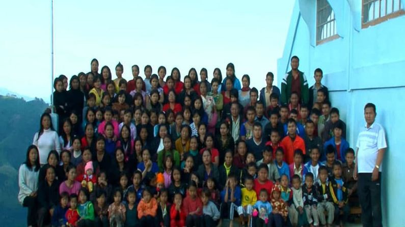 Big Family: A family of 181 people, living with 39 wives and 94 children in a 100-room house