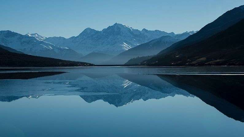 famous-lakes-did-you-know-about-these-5-world-famous-beautiful-and-unique-lakes-one-of-which-is-also-in-india