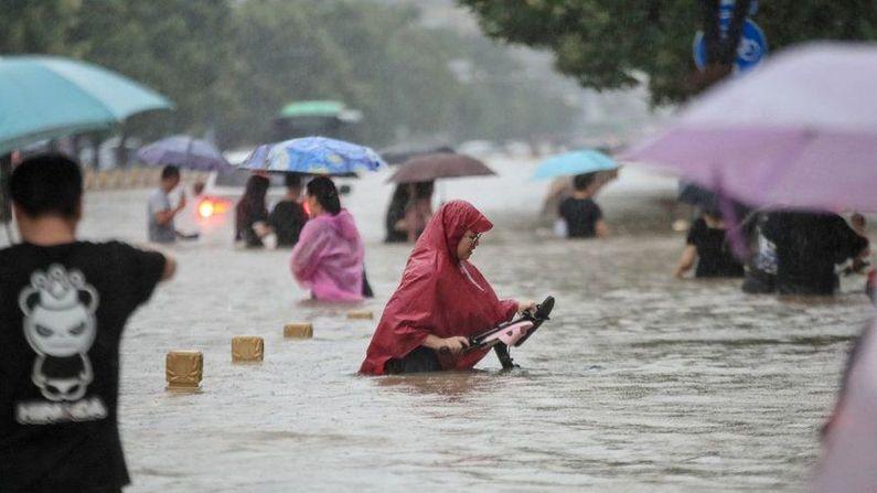 ચીનના (China Floods) હેનાન પ્રાંતમાં ભારે વરસાદના પગલે પૂરની સ્થિતી સર્જાઇ