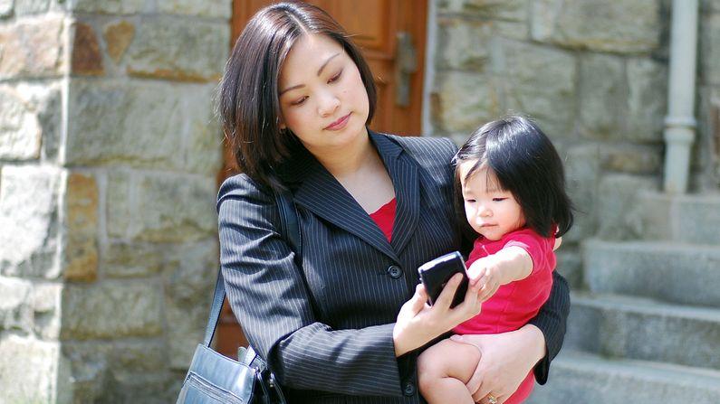 ચીનમાં પ્રાઇવેટ કંપનીઓએ આદેશ જાહેર કર્યો છે કે હાલમાં કોઇ પણ કર્મચારી પાસે ઓવરટાઇમ કરાવવામાં નહી આવે જેથી તેઓ ઘરે જઇને પોતાના પરિવારને સમય આપી શકે.