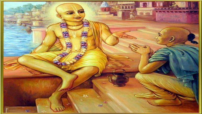 """બાદશાહને તેમની ભૂલ સમજાઈ. તેમણે તુલસીદાસજીને મુક્ત કરી તેમની માફી માંગી. બિરબલે તુલસીદાસજીને વાંદરાઓવાળી ઘટના કહી. તો, તુલસીદાસજીએ કહ્યું કે, """"મને વગર વાંકે સજા મળી એટલે હું કોટડીમાં પૂરાઈ રામચંદ્રજી અને હનુમાનજીનું સ્મરણ કરતા રડી પડ્યો. કોઈ ગૂઢ પ્રેરણાથી મારા હાથે હનુમાનજીની 40 ચોપાઈ લખાઈ ગઈ."""""""