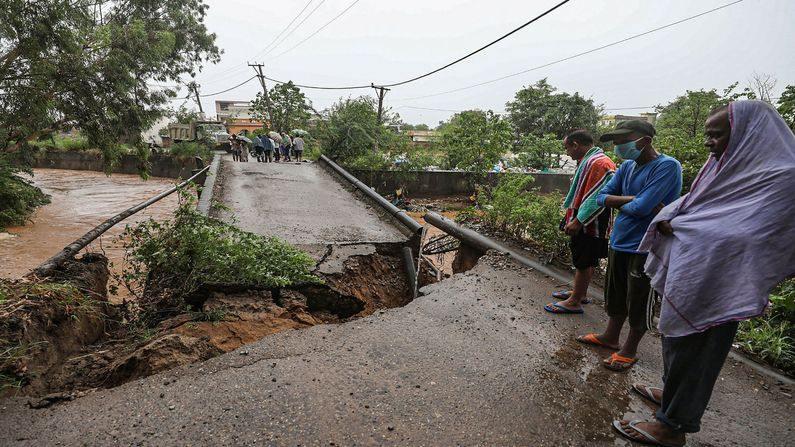 ભારે વરસાદના કારણે જમ્મુમાં નદી ગાંડીતૂર, નદી ઉપર બનેલો બ્રીજ પણ વચ્ચેથી તૂટી ગયો