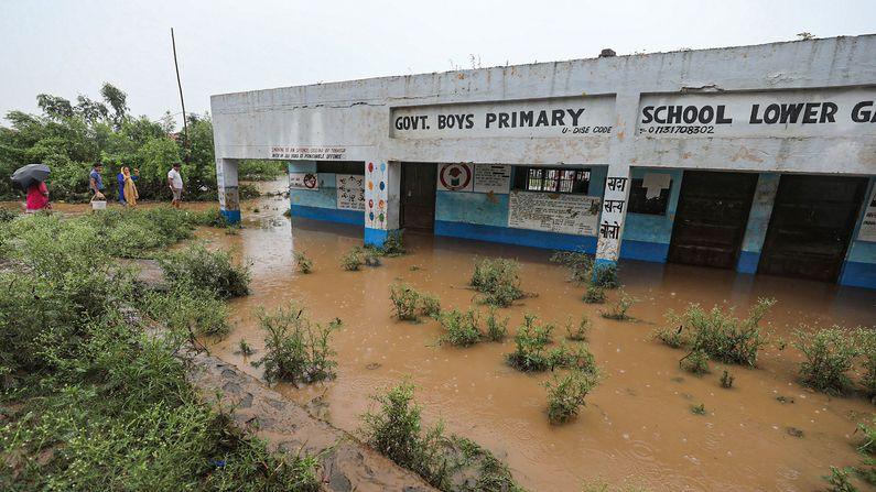 ભારે વરસાદના કારણે કાશ્મીરના ગાંધી ગર્ગ વિસ્તારમાં પાણી ભરાયા