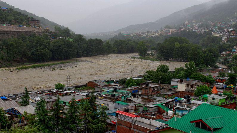 સતત વરસાદના પગલે કુલ્લુની બીસ નદી ગાંડીતૂર