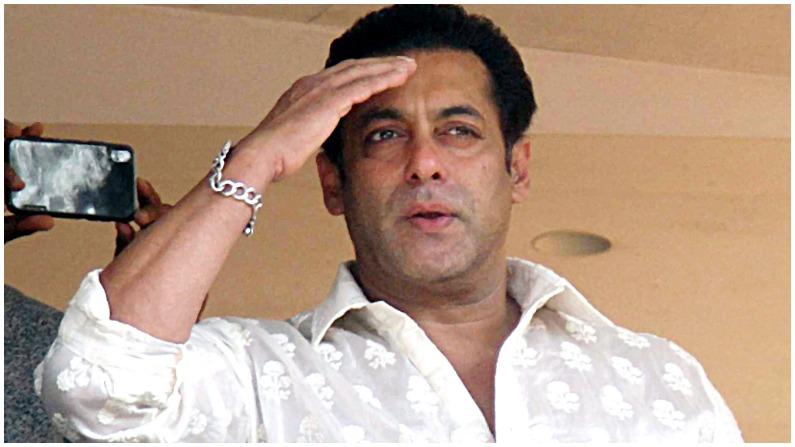 सलमान खान और उनके ब्रांड बीइंग ह्यूमन को कौन नहीं जानता।  सलमान खान की फिल्मों के अलावा कई साइड बिजनेस और ब्रांड हैं।  उनका अपना प्रोडक्शन हाउस सलमान खान फिल्म्स है जिसने कई हिट फिल्में की हैं।  सलमान कपिल शर्मा के शो भी प्रोड्यूस करते हैं।  इसके अलावा वह फ्रेश ब्रांड के मालिक हैं जो कई उत्पाद भी बेचता है।