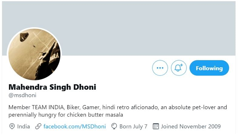 Twitter removed blue tick from Dhoni's account