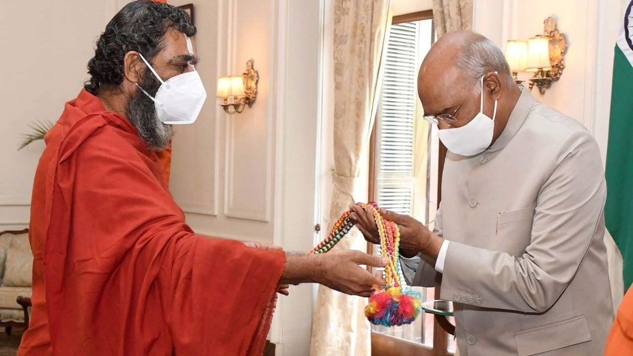 Chinna Jeeyar Swami with President Ramnath Kovind at Rashtrapati bhavan