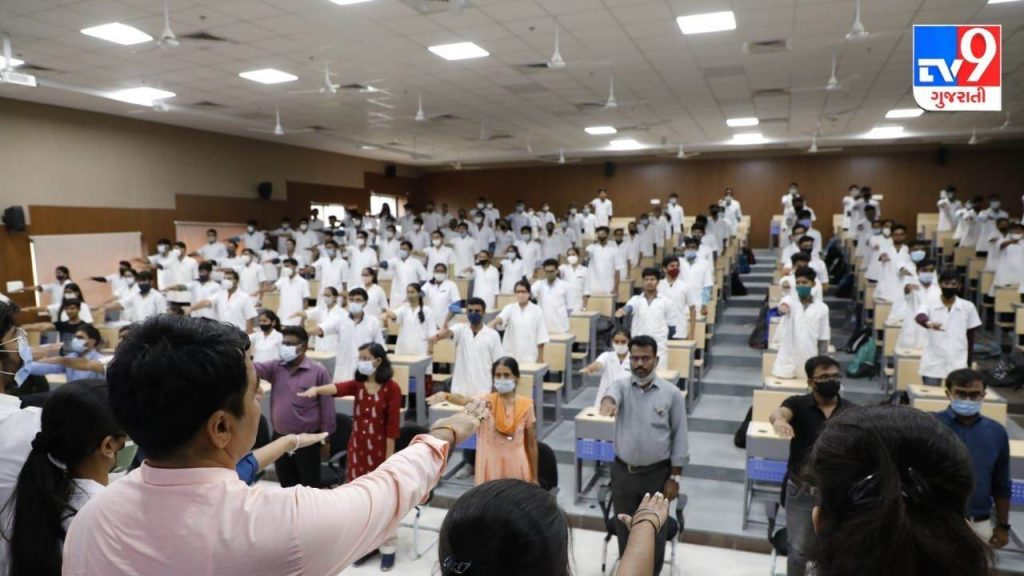 Students and staff of Banas Medical College took an organ donation pledge on Prime Minister Modi's birthday