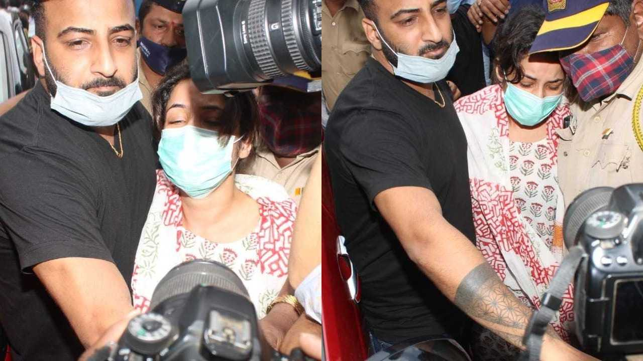 Latest Photos Shahnaz Gill reached the last darshan of Sidharth Shukla